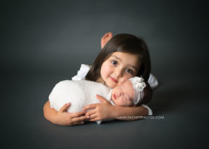 sibling and newborn portraits