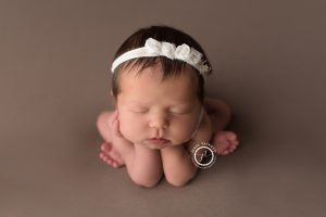 newborn girl froggy pose